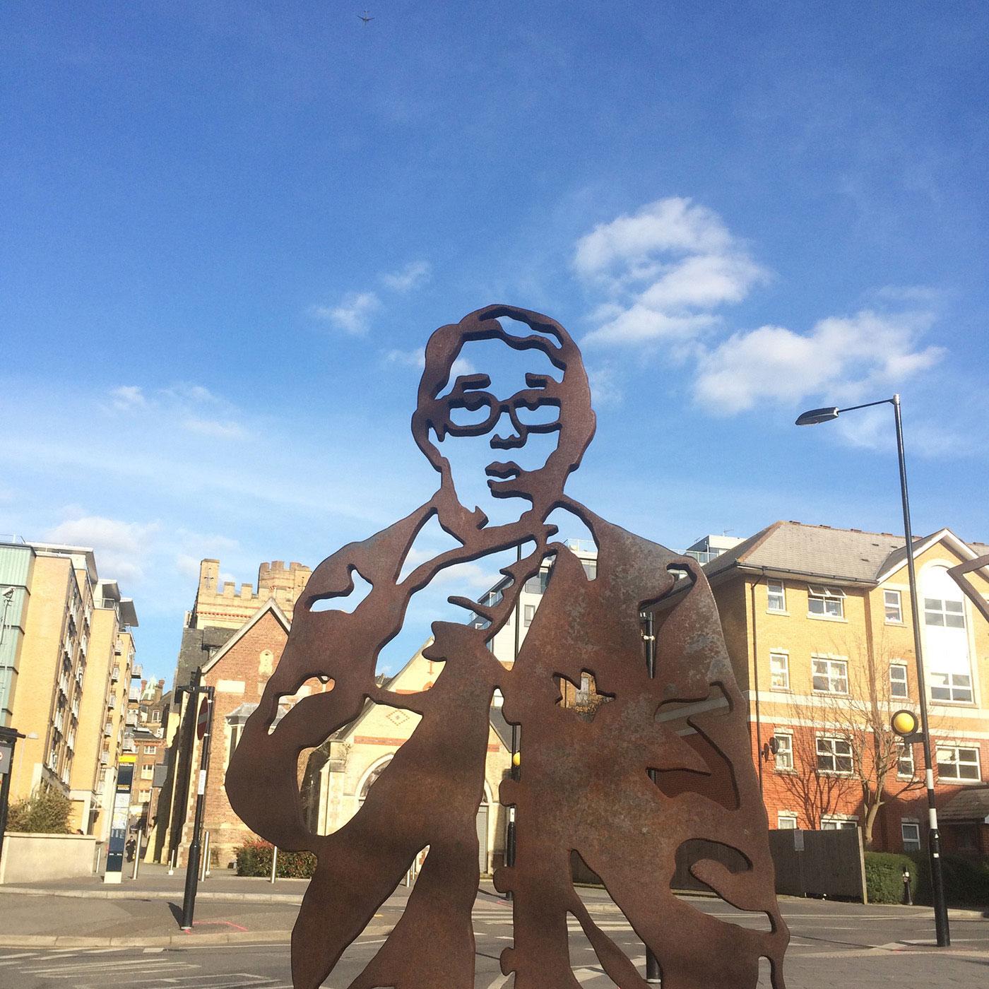 Croydon Ronnie Corbett statue